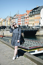 Elizabeth Claire - Zara Navy Plaid Dress, Adidas Superstars, Clarks Black Patent Leather Bag - Nyhavn