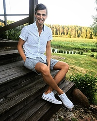 Uldis Antons - Converse Sneakers, Zara Shorts, Zara Shirt - Countryside fun.