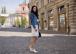 Veronika Lipar - H&M Blue Denim Jacket, Storets White Pleated Dress, Sam Edelman White Mules - EVERYONE CHIC WEARS THESE 2 THINGS NOW