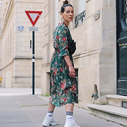 Alexandra DAP - Newlook Dress, Adidas Socks, Zara Earrings, Bershka Beltbag - Dresses and socks