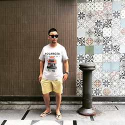 Mannix Lo - Uniqlo Print Tee, H&M Shorts, Havaianas Flip Flop - Stay close to people who feel like sunlight