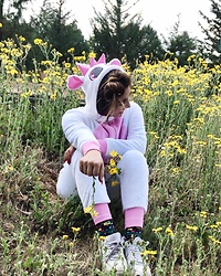 Karen Cardiel - Must Concept Store Unicorn Onesie, Nike Air Force 1, Square Socks - Happy Unicorn 🦄