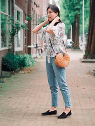 Vivian Tse - Zara Wrap Blouse, Mango Basket Bag, Pull & Bear Mom Jeans, H&M Suede Loafers - The casual mom