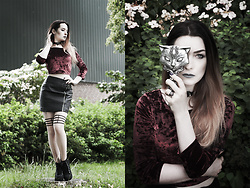 Joan Wolfie - New Look Crop Top, H&M Skirt, H&M Shoes, Alchemy Gothic Jewelry - Sacred Cat
