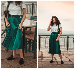 Theoni Argyropoulou - Shein Pleated Skirt, Flat Mules, Mango Bag, Stradivarius Belt - Pleated skirt from Winter to Summer on somethingvogue.com