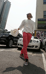 INWON LEE - Byther Cool Span Slacks, Byther Cool Linen T Shirts, Byther White Panama Fedora - Vivid Classic