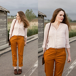 Emily S. - Conversation Pieces Button Down, Pendleton Boyfriend Chinos, Walkover Oxfords, Hustle And Hide Leather Bag - Ochre & Blush
