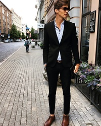 Uldis Antons - Asos Shoes, Zara Pants, Zara Blazer, H&M Shirt, Aldo Sunglasses, Aldo Watch - A man of business.