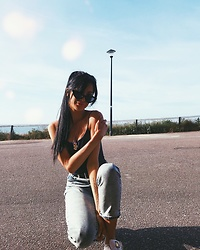 Jessica Revill - Miss Selfridge Mom Jeans, Ebay Shades, Pretty Little Thing Dragon Chain - Casually crouching