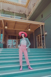 Amy Roiland - Zara Pants, Manoush Top, Gucci Shoes - Horse Race Track //