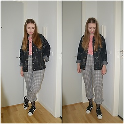 Mucha Lucha - Asos T Shrit, H&M Denim Jacket, Topshop Trousers, H&M Fishnet Socks, Adidas Sneakers - A lot going on