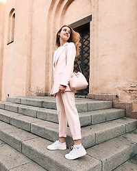 Anna Pogribnyak - Adidas Sneakers - Total pink