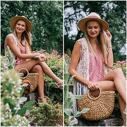 Madara L - Ebay Straw Bag, H&M Straw Hat, H&M Boho Style Vest, H&M Floral Top - Having fun at the countryside