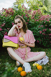 Andreea Birsan - Striped Midi Dress, Gold Metallic Belt, Color Block Leather Shoulder Bag, Chunky White Trainers, Gold Coin Necklace, Mesh Market Bag - Summer uniform