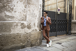 Ronan Summers - Next Tan Skinny Fit Linen Suit, Kurt Geiger Leather Trainers - Terracota in Milano