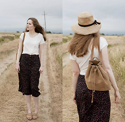Emily S. - No Brand Sun Hat, Nature Breeze Slides, Louche Ditsy Skirt, Gap Backpack, Levi's® Tee - Prairie Skirt