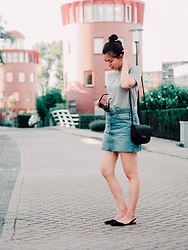 Vivian Tse - Céline Bag, H&M Flats, Zara Denim Skirt, Costes Tee, Céline Sunglasses, Cinco Necklace - Denim skirt