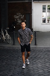 Kevin Elezaj - Converse Sneakers, Levi's® Shorts, Scotch & Soda Shirt - July 2nd