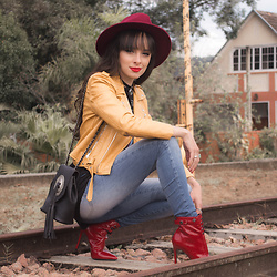Diana Schneider - Zaful Jacket, Di Valentini Boot - The red boot