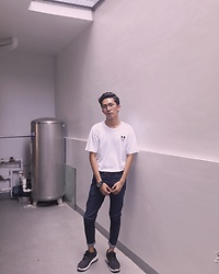 John Castillo - Mickey Tshirt, Uniqlo Leather Belt, Petrol Skinny Jeans, Adidas Trainers - Ig: @rodolfcastillo
