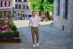 Sven A - Asos White Shirt, Selected Homme Cropped Suit Pants, Pony Sneaker, Viu Eyewear Glasses - Cropped suit pants love