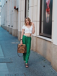 Laura Simon - Topshop Brown Bag, Givenchy Black Sliders, Selected Femme Green Pants, Gucci White Belt, Urban Outfitters White Top - It's Fashion Week Time 💃🏻
