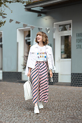 Esra E. - Pull & Bear Pink Striped Culotte, Asos Always Late Printed Tshirt, Mango White Denim Jacket, Zara White Sneakers, Zara White Fake Leather Backpack - Pink culotte