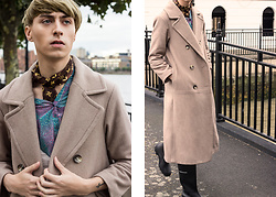 Samm Bate - Louis Vuitton Neck Scarf, Rokit Vintage Blue Shirt, Burberry Trench Coat - Wallflower