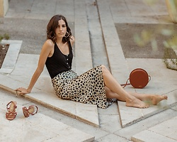 Aria -  - The leopard skirt