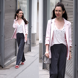Claire H - H&M Pink Blazer, Bik Bok Pants, Mime Et Moi Sandals, Michael Kors Bucket Bag - Wide legged pants with an oversized blazer