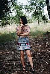 Adriana R. - Mango Graphic Pink Tee, Rosegal Embroidered Floral Denim Skirt, Rosegal Faux Leather Black Slippers - Casual & Effortless Summer Look (Graphic Tee, Denim Skirt)