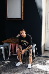 Kevin Elezaj - Vans Sneakers, Cheap Monday Shorts, Urban Outfitters T Shirt - Guns n' roses