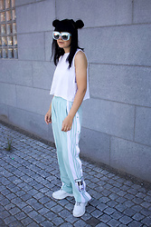 Panda . - Quay Sunglasses, H&M Top, Adidas Pants, Nelly Shoes - ADIBREAK