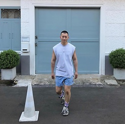 No Rehearsal - Tommy Hilfiger Sleeveless Tee, Warriors Of Radness Mini Shorts, Vetements Sneakers - 27. BABY BLUE