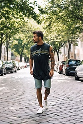 Kevin Elezaj - Common Projects Sneakers, Levi's® Shorts, Diesel Top - Dreamer