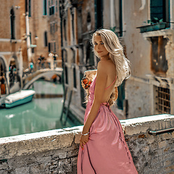 Vera Hutterer - Mura Boutique Maxi Rose Dress - The bridges of Venice | la-blonde.com