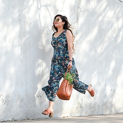 Pooja Mittal - Lifestyle Store Floral Jumpsuit, Accessorize Bucket Bag, Red Tape Tan Clogs - So Spring