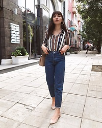 Melike Gül -  - WORKWEAR IN MOM JEANS