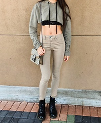 Camille Uglow - Gucci Dionysus Supreme Gg Mini Bag, Lf Green Cropped Hoodie, Pacsun Black Lace Bralette, Lf Carmar Tan Jeans, Doc Marten Black Martens - Gucci Gang