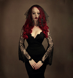 Charlotte S. - La Femme En Noir Sorcière Top Black Lace, True Vintage Veil - Rose of the devils garden