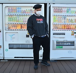 Miguel Valero - Journal Standard Beret, Tommy Hilfiger Sweater, Uniqlo Corduroy Pants, Nike Air Max 97 - Vending machines