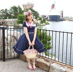Liv Robroek - Victorian Maiden Sailor Op, Axes Femme Straw Ribbon Bag, Diana Red Heart Flats, Heart E Headbow - Disney Lolita Coord - Retro Sailor Style
