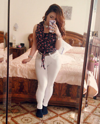 Maria Elena - Terranova White Pants, Jennyfer Flowered Shirt - Flower Spring