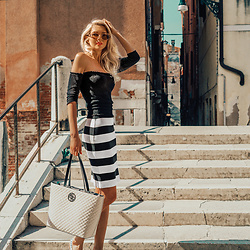 Vera Hutterer - Na Kd Oval Sunglasses, Tally Weijl Black Top, Guess Striped Skirt, Guess Shopper - Italian Vibes | la-blonde.com