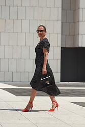 Eniwhere Fashion - H&M Pois Dress, Rosegal Black Bag, Aldo Sandals - How to wear a polka dot dress