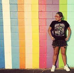 Gemma Buffalo - Fila White Sneakers, Vintage Tee - Monster Jam