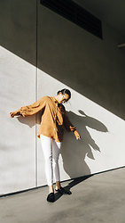 Courtney Y - Pomelo Fashion Brown Button Down Wide Sleeves, Citizens Of Humanity White Rocket Crop Jeans - Tilted