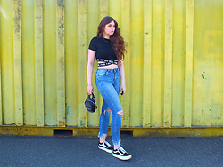 OH ANNE (BLOGGER) - Shein Crop Shirt - LOGO BAND CROP TOP, FRINGE DENIM JEANS & PLATFORM VANS