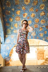 Lindsey Puls - Thrifted Dress, Salt Water Sandals, Quay Sunglasses - Florals for Exploring Outfit