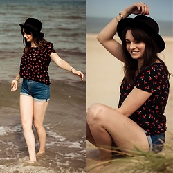 Audrey - Bershka Shorts, Only Tee, Pimkie Hat - Cherry